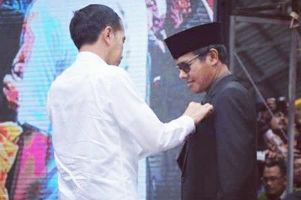 Penyematan Tanda Kehormatan Gelar Tanda Jasa Satya Lencana Pembangunan bidang Pangan oleh Presiden RI Joko Widodo