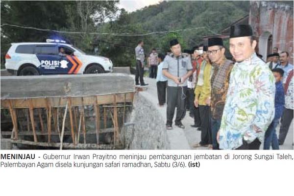Gubernur Irwan Prayitno meninjau pembangunan jembatan di Jorong Sungai Taleh